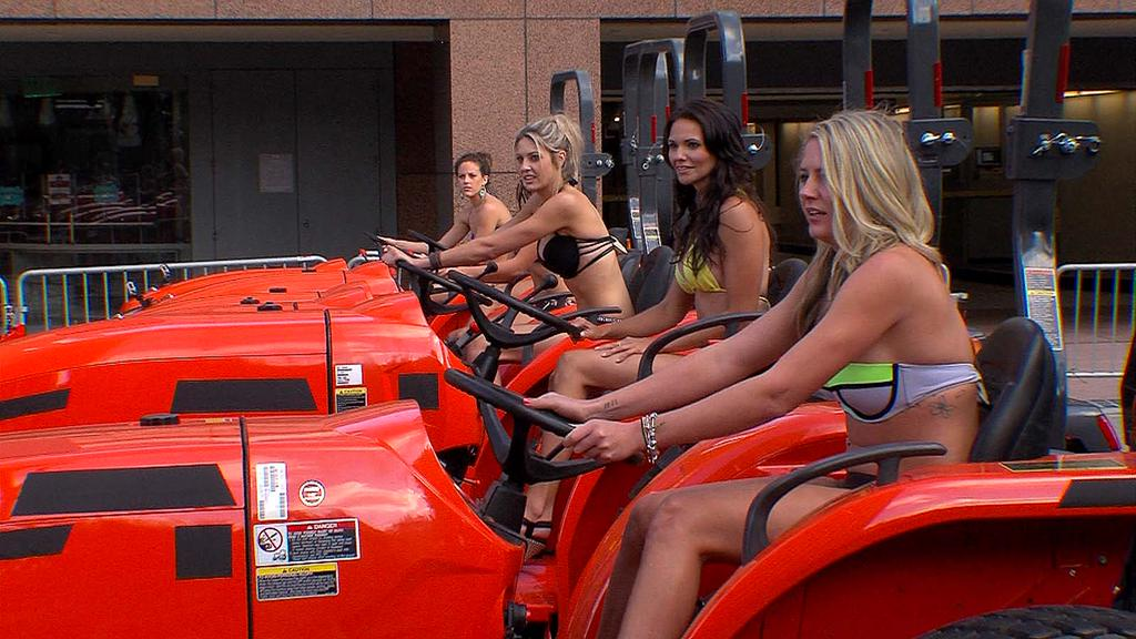 girls-on-tractors