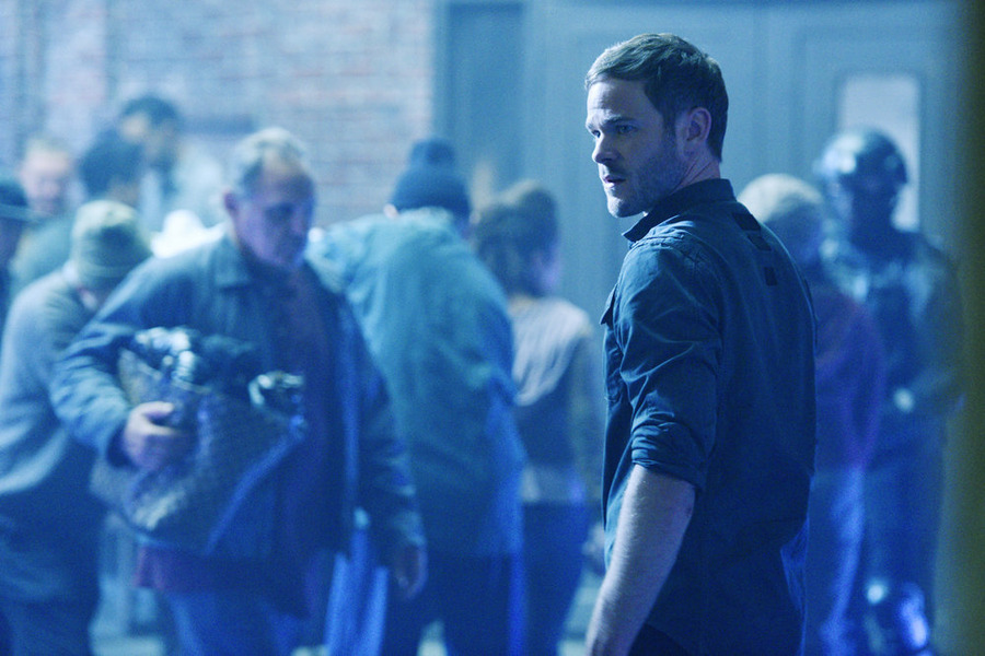 "KILLJOYS -- ""Bangarang"" Episode 101 -- Pictured: Aaron Ashmore as John -- (Photo by: Steve Wilkie/Syfy)"
