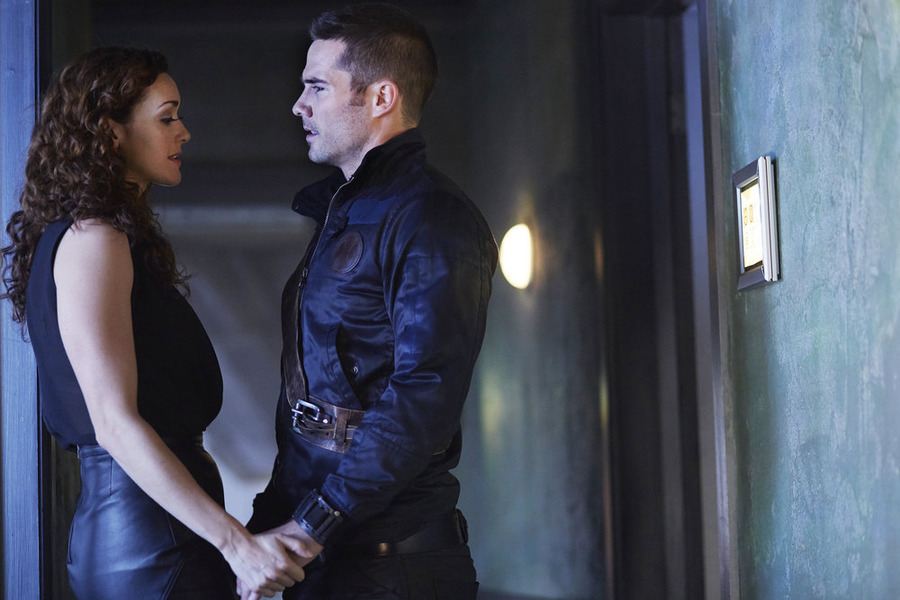 """KILLJOYS -- """"One Blood"""" Episode 106 -- Pictured: (l-r) Sarah Power as Pawter, Luke Macfarlane as D'Avin -- (Photo by: Steve Wilkie/Temple Street Releasing Limited/Syfy)"""