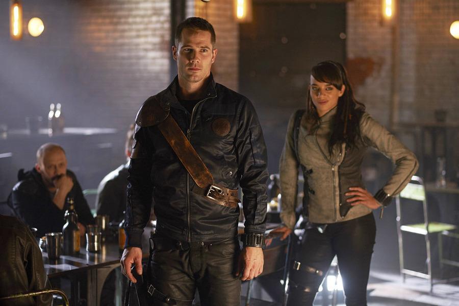 """KILLJOYS -- """"One Blood"""" Episode 106 -- Pictured: (l-r) Luke Macfarlane as D'Avin, Hannah John-Kamen as Dutch -- (Photo by: Steve Wilkie/Temple Street Releasing Limited/Syfy)"""