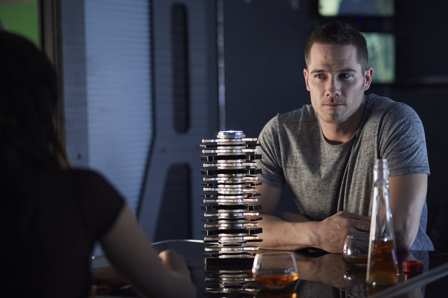 "KILLJOYS -- ""Come the Rain"" Episode 108 -- Pictured: Luke Macfarlane as D'Avin -- (Photo by: Ken Woroner/Temple Street Releasing Limited/Syfy)"