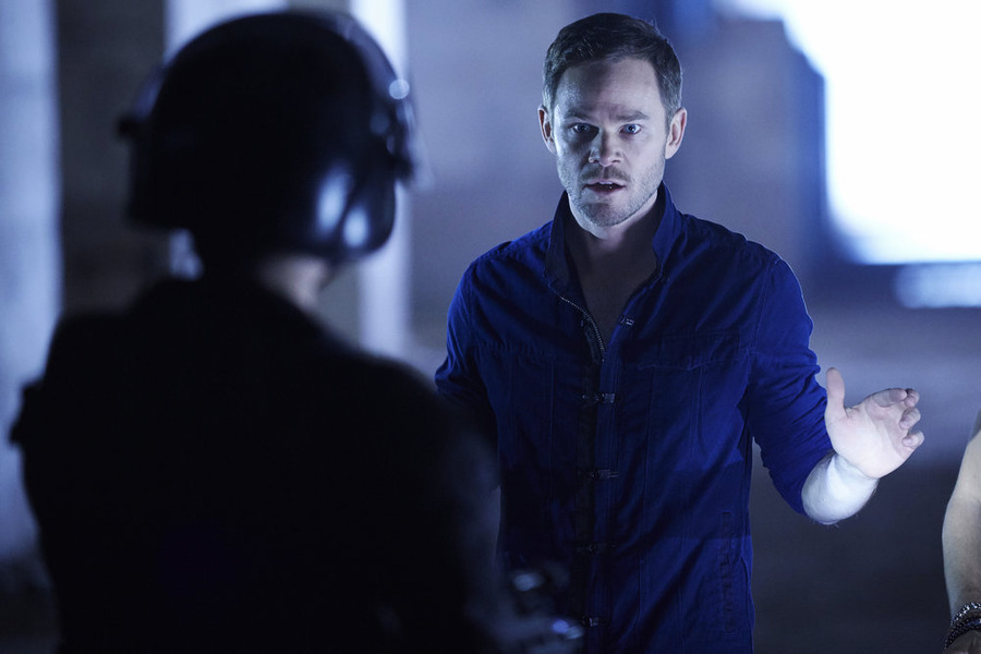"KILLJOYS -- ""Come the Rain"" Episode 108 -- Pictured: Aaron Ashmore as John -- (Photo by: Ken Woroner/Temple Street Releasing Limited/Syfy)"