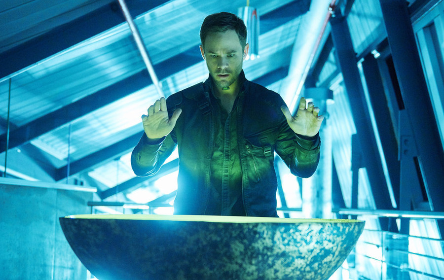 "KILLJOYS -- ""Enemy Khlyen"" Episode 109 -- Pictured: Aaron Ashmore as John -- (Photo by: Ken Woroner/Temple Street Releasing Limited/Syfy)"
