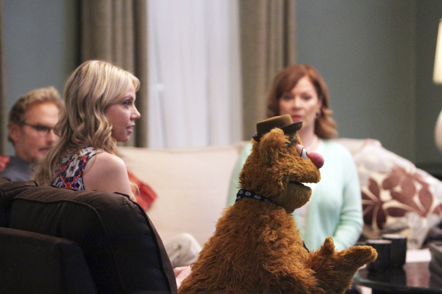 """THE MUPPETS - """"Pig Girls Don't Cry (Pilot)"""" - Miss Piggy is furious that Kermit booked Elizabeth Banks as a guest on her late night talk show Up Late with Miss Piggy, Fozzie Bear meets his girlfriend's parents, and Grammy Award-winning rock band Imagine Dragons performs their new single """"Roots,"""" on the season premiere of """"The Muppets,"""" TUESDAY SEPTEMBER 22 (8:00-8:30 p.m., ET) on the ABC Television Network. (ABC/Andrea McCallin) FOZZIE BEAR"""