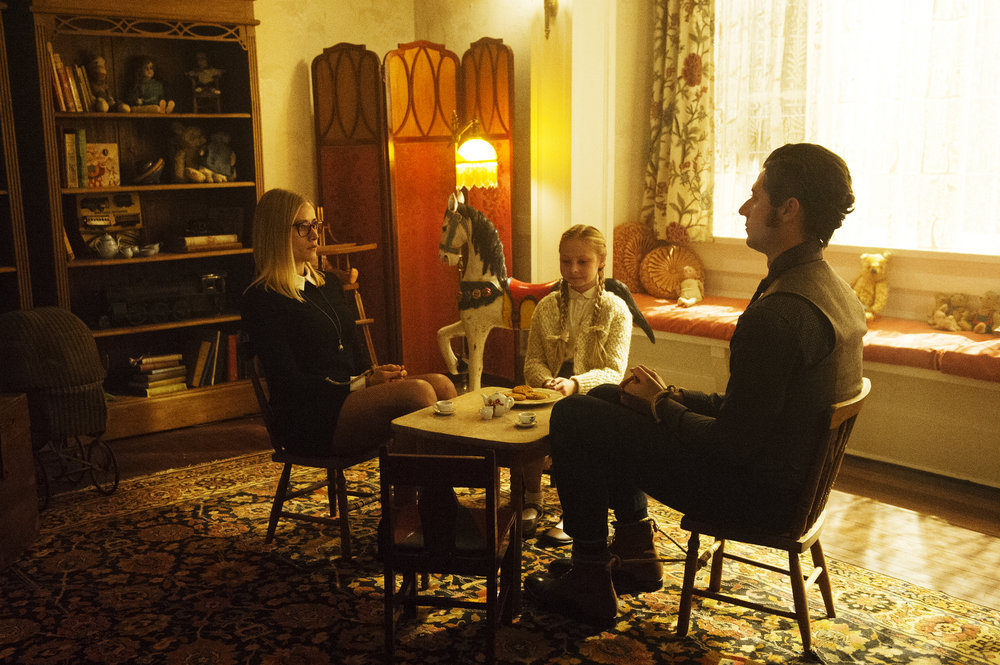 """THE MAGICIANS -- """"The Writing Room"""" Episode 109 -- Pictured: (l-r) Olivia Taylor Dudley as Alice, Sibyl Gregory as Beatrix, Hale Appleman as Eliot -- (Photo by: Carole Segal/Syfy)"""