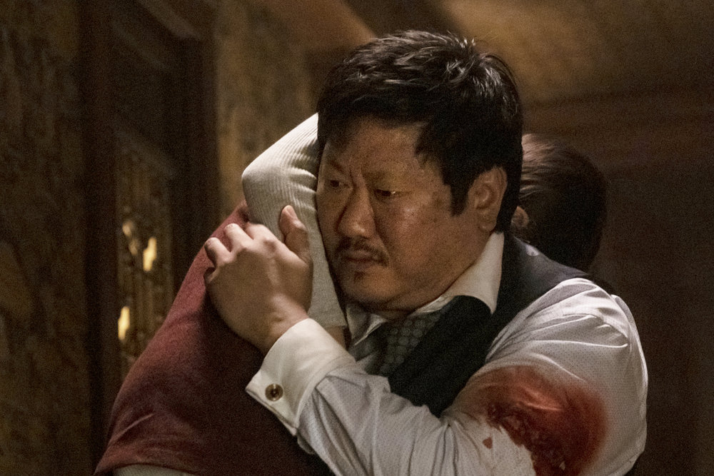 Master Lin, bleeding on his left arm, carries his daughter.